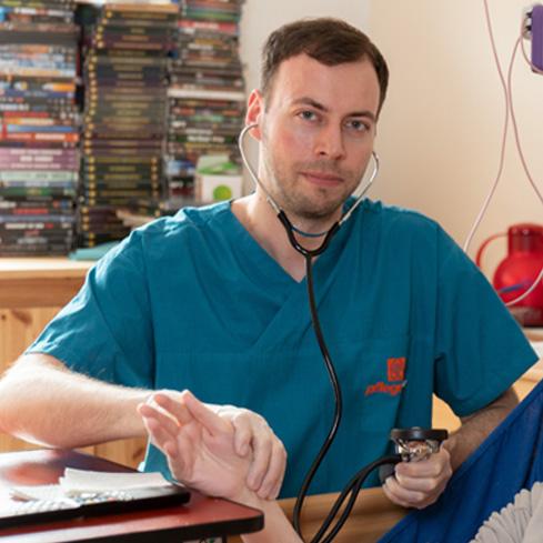 Palliativpflege und außerklinische  Intensivpflege durch eigene, dafür <span>ausgebildete Mitarbeiter</span>